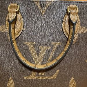 Louis Vuitton Bags - Louis Vuitton OnTheGo Tote MM